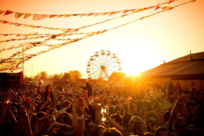 La Comunitat Valenciana ha demostrado ser un referente en festivales de los de música año tras año. El buen tiempo, el sol, la playa, la música y la gente se unen para otorgarle a Valencia el título de la mejor ciudad para disfrutar de los festivales.