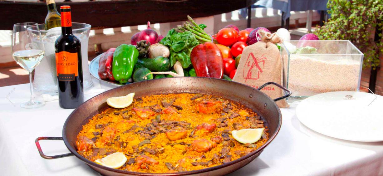 La paella es el plato más típico de Valencia
