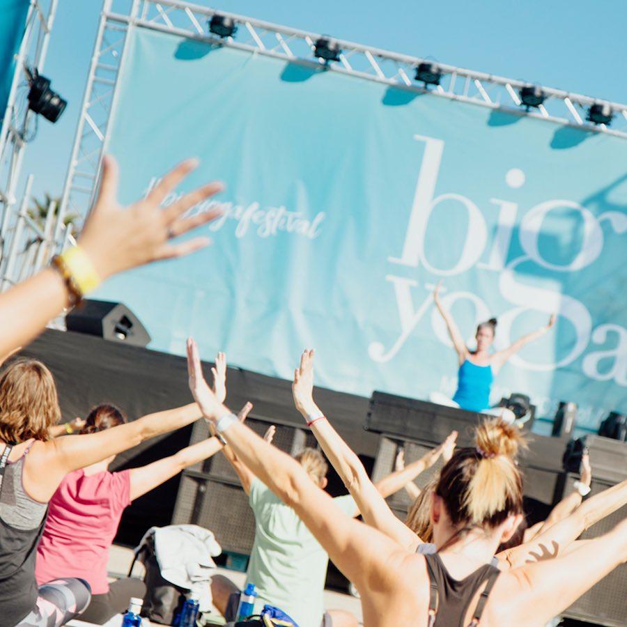 Big Yoga Festival en la Marina de Valencia