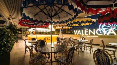 ¡Valencia está de moda! El famoso The New York Times ha señalado la ciudad del Turia como destino recomendable para visitar. La urbe dispone de innumerables atractivos turísticos, entre ellos, su gastronomía. Por ello te recomendamos varios restaurantes que cuelgan el cartel de: ¡ABIERTOS POR VACACIONES!