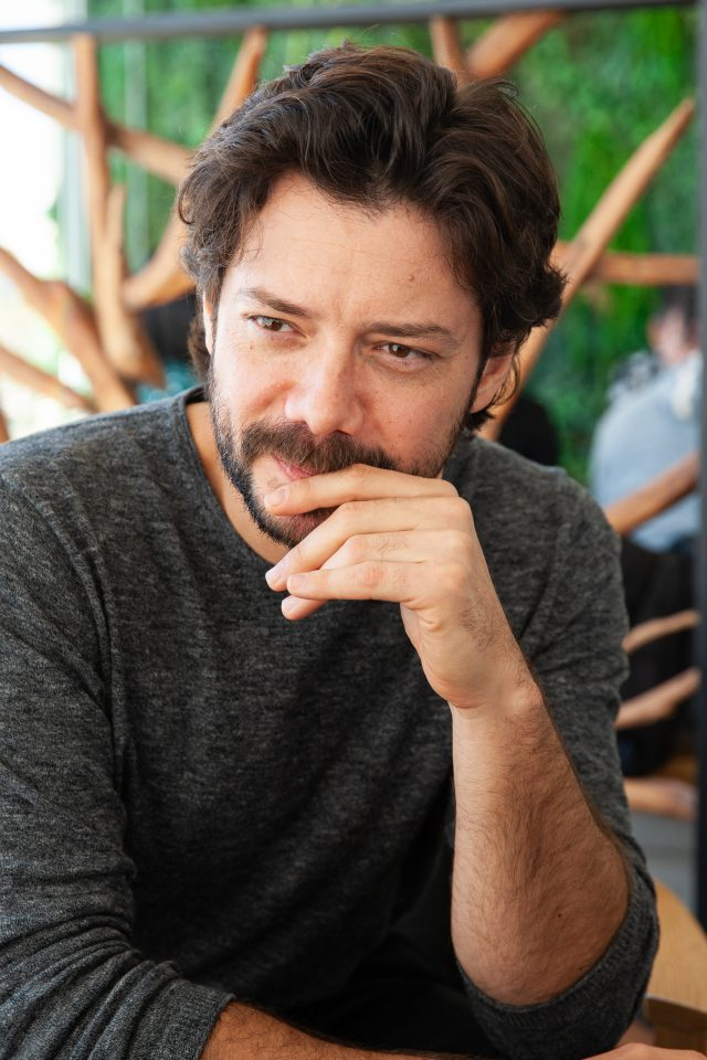 Álvaro Morte, protagonista de la serie El Embarcadero