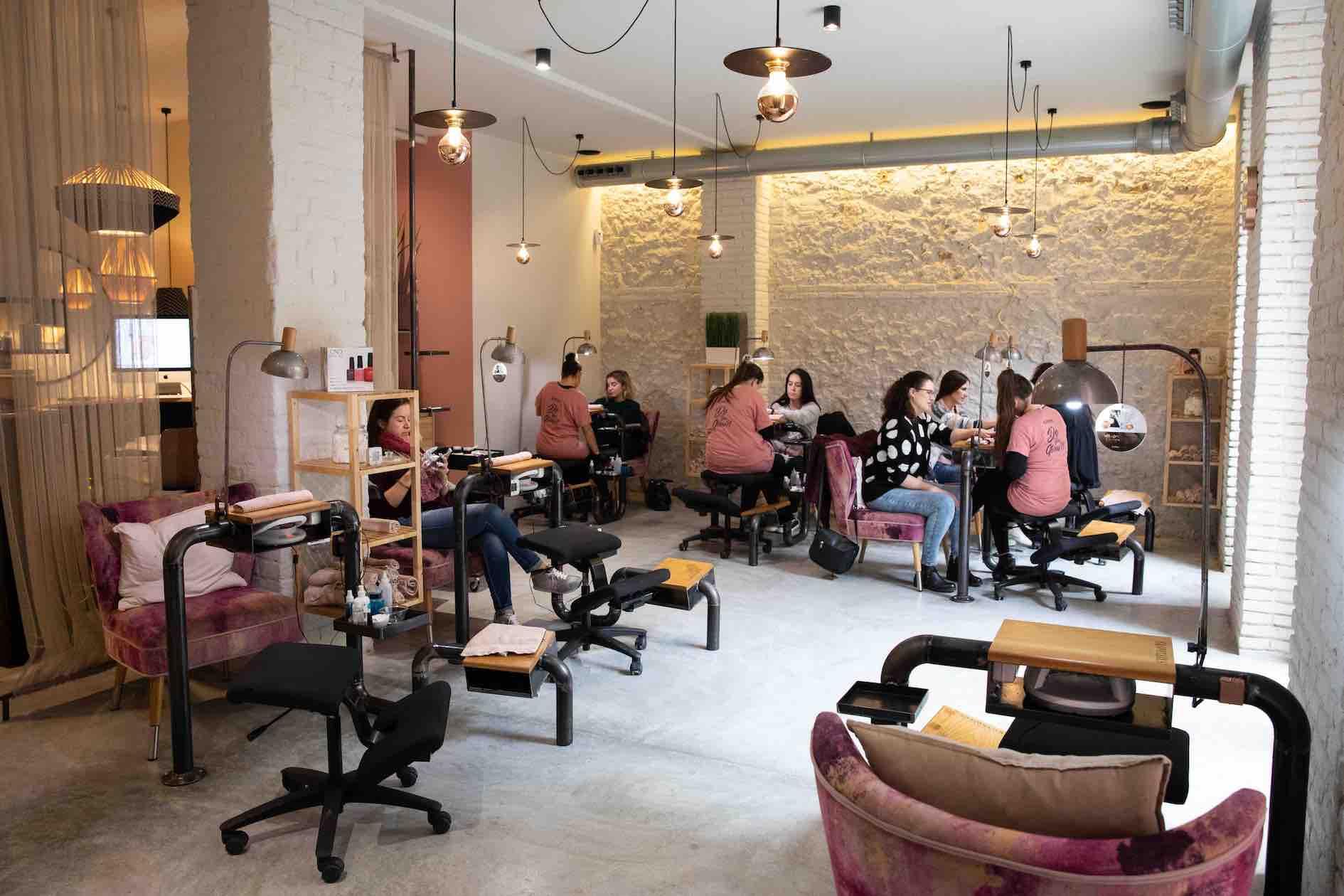 glow nails studio