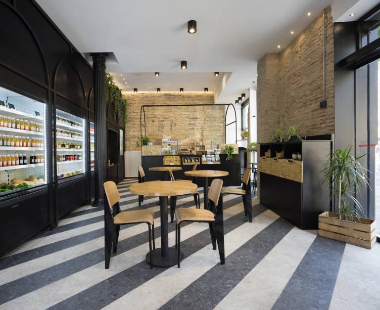 La nueva propuesta gastronómica saludable y rápida de La Central en Valencia ha atraído a más de 200 personas en su inauguración.