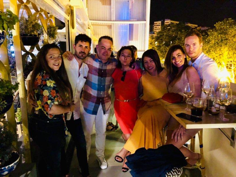 Más de 100 invitados se dieron cita el pasado martes 16 de julio en la Orange Party, celebrada en las terrazas de Àtic Alameda en el Palau Alameda, para despedir hasta septiembre Revista de Sociedad TV.