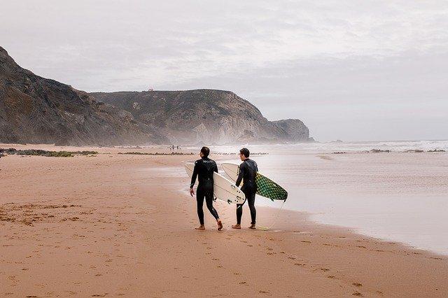 Surf, deportes seguros para practicar este verano