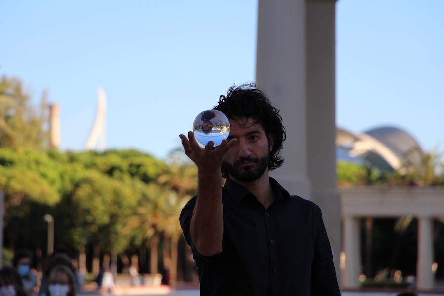 Mostra viva del Mediterrani llena el río con la magia del circo